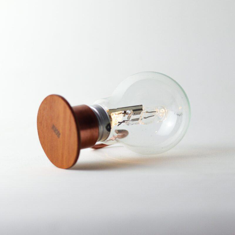 ALADIM novas 4 scaled Aladim.  A Aladim evoca o design atemporal e mágico de uma lâmpada a óleo. Como as outras relâmpadas, funciona sem fio: perfeita para uma luz ambiente e um clima intimista, por exemplo sobre uma mesa de refeições.  Esta luminária é assinada pelo designer Cesar Burgos e integra uma série limitada.  Prazo de envio: Como todas as peças são feitas artesanalmente, pedimos até 20 dias de prazo para que as peças sejam preparadas e entregues aos Correios (não inclui o tempo do frete).