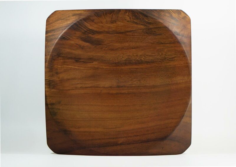 Centro de Mesa 01 Centro de mesa em madeira maciça imbuia, torneada manualmente.  Peça numerada e assinada.  Materiais: Imbúia maciçacom acabamento natural em cera de abelha.  Medidas aproximadas: 40 cm x 3 cm x 40 cm (LxAxP).  Prazo de envio: Como todas as peças são feitas artesanalmente, pedimos até 15 dias de prazo para que as peças sejam preparadas e entregues aos Correios (não inclui o tempo do frete). Peças em estoque serão enviadas imediatamente.