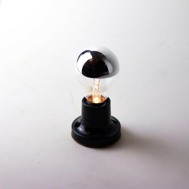 IMG 7828 Relâmpada VNI (Vidas Negras Importam).  VNI projeta a luz para baixo, proporcionando luminosidade mais intimista e concentrada ao redor do próprio corpo.  Prazo de envio: Como todas as peças são feitas artesanalmente, pedimos até 20 dias de prazo para que as peças sejam preparadas e entregues aos Correios (não inclui o tempo do frete).